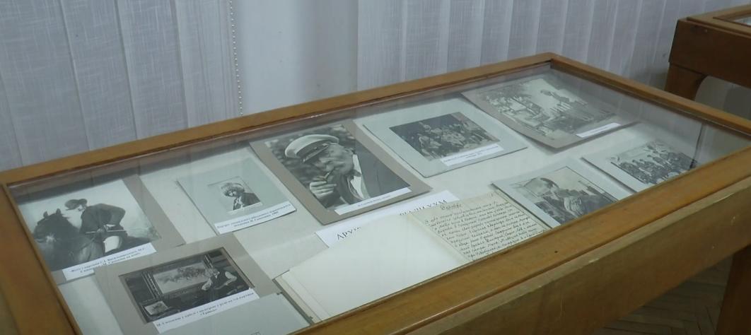 У художньому музеї експонують картини та архівні речі харківських митців (відео)