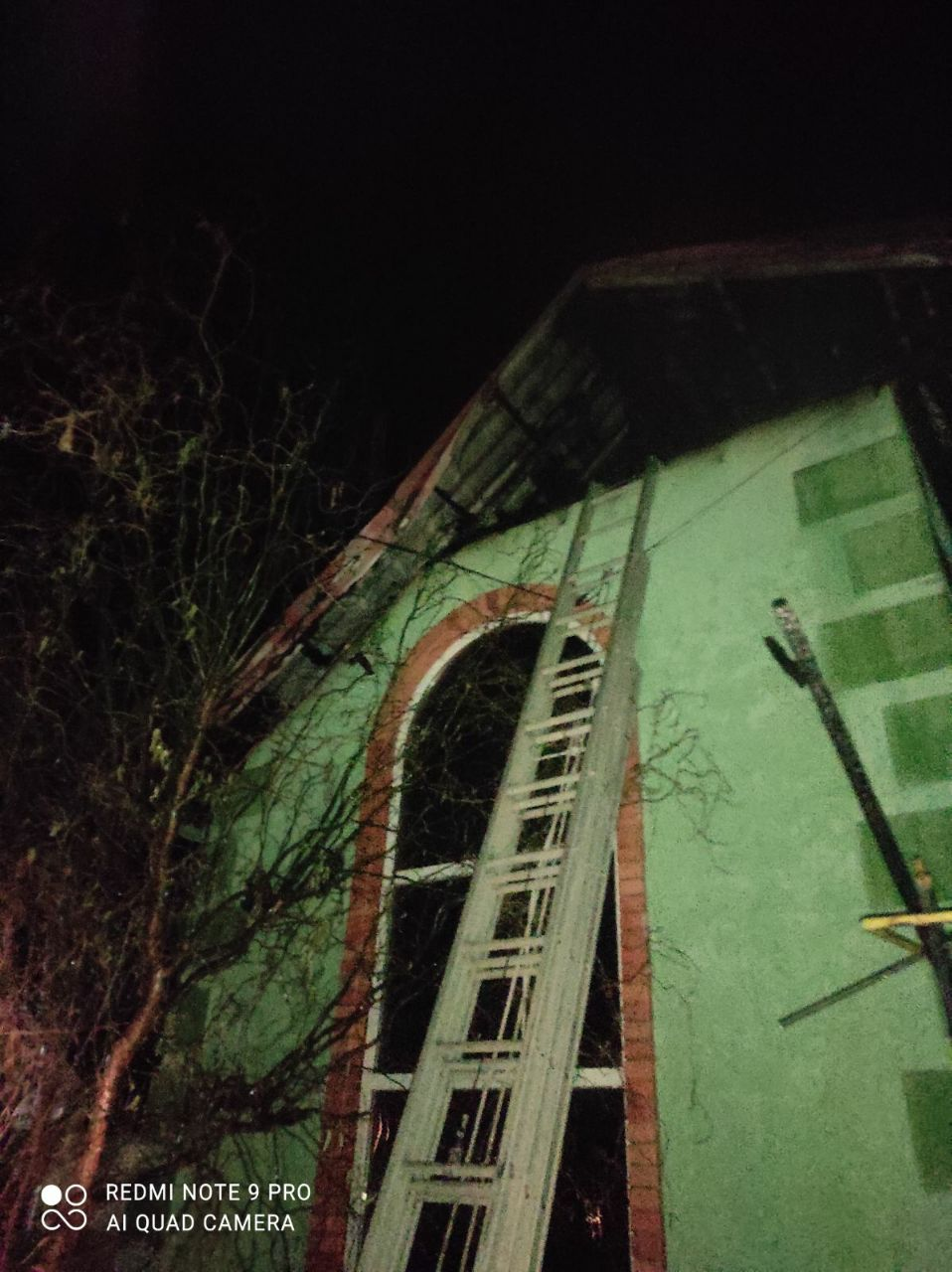 На Харьковщине ликвидировали пожар на складе (фото)