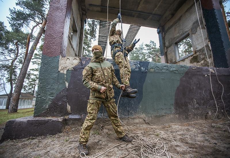 Курсантов-спецназовцев учили скалолазанию (фото)