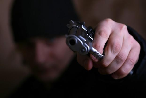 Полиция Харьковщины разыскивает мужчину, который напал на аптеку
