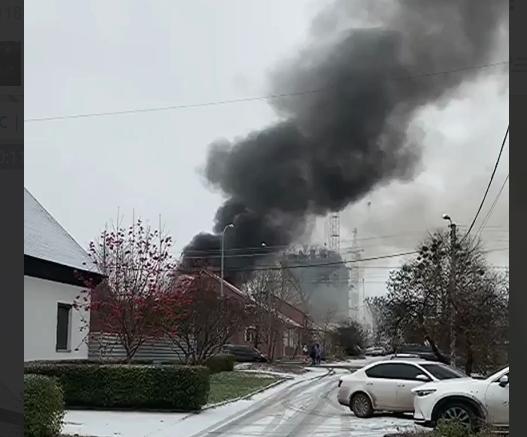 На улице Авиационной сгорел гараж (видео)