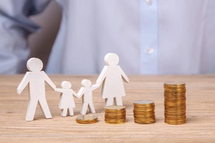 Правительство будет выплачивать пособия на детей до 10 лет до конца года