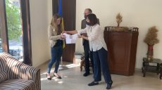 Маленькому українцю в Індії подарували вишиванку: акція «Народжені у вишиванках»
