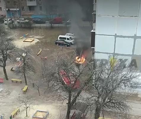 В Харькове сгорел автомобиль (видео, фото)