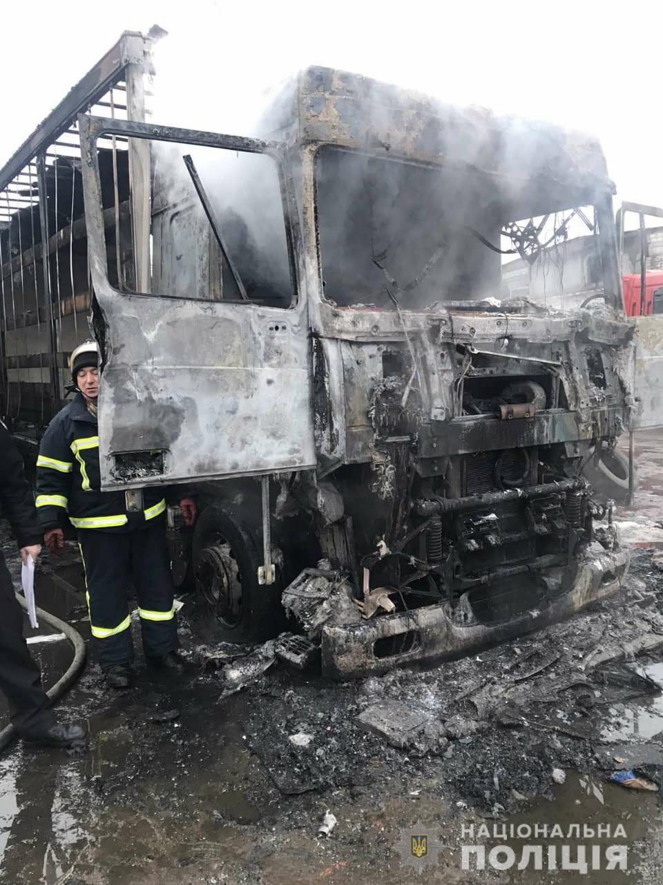 Установлена личность мужчины, сгоревшего в фуре под Харьковом (фото)