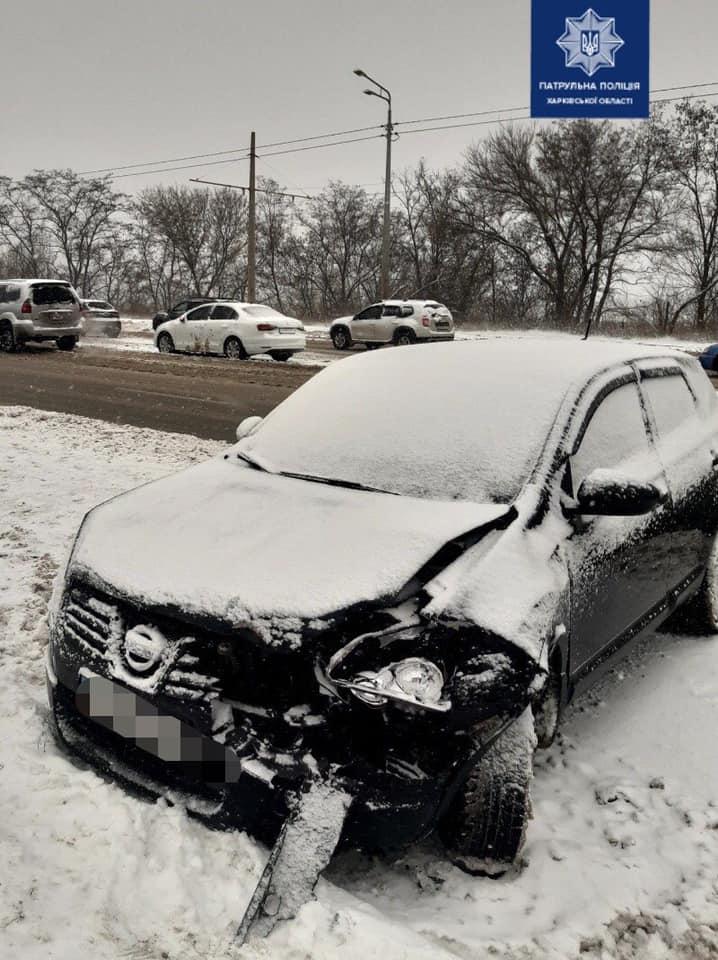 В Харькове столкнулись Nissan Qashqai, Jeep Renegade и Volkswagen (фото)