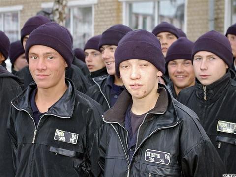 """Заключенные в новых """"модельных тюрьмах"""" будут играть в футбол с охранниками – министр"""