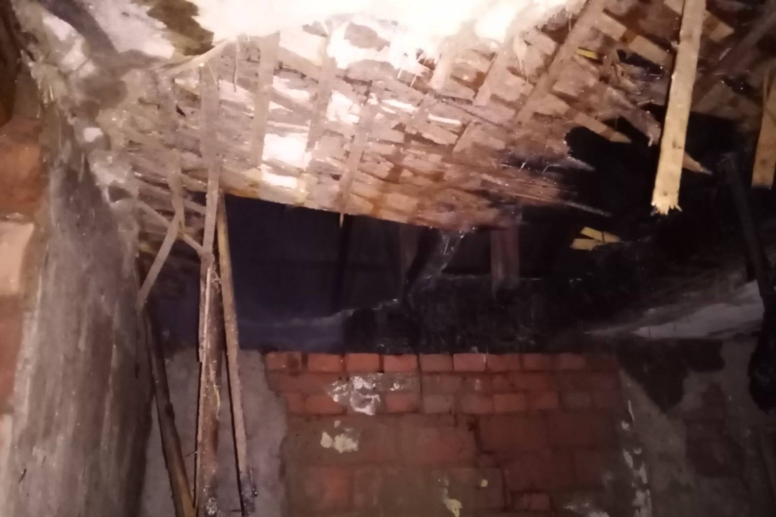 Домовладелец из-за неисправного дымохода остался без крыши (фото)