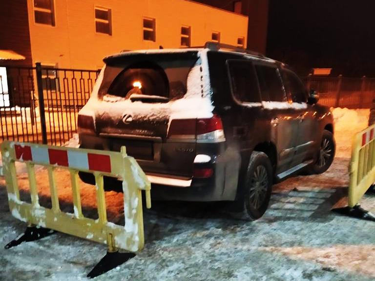 Харьковские пограничники обнаружили угнанный Lexus  (фото)