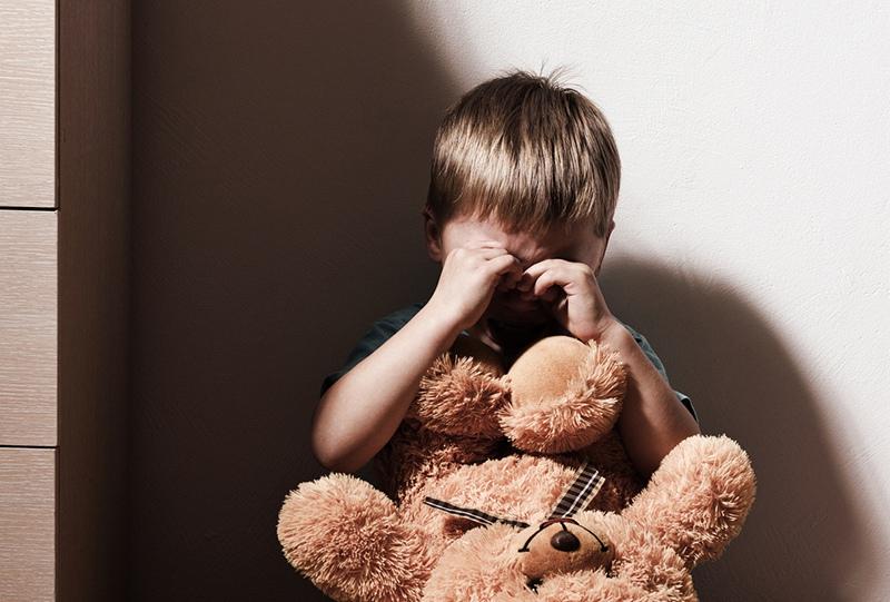На Харьковщине горе-мать почти на сутки оставила без присмотра малолетних детей (фото)