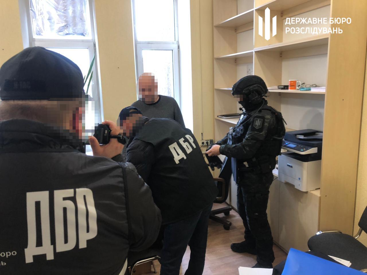 Сотрудника ГУ ГФС в Харьковской области задержали при получении взятки