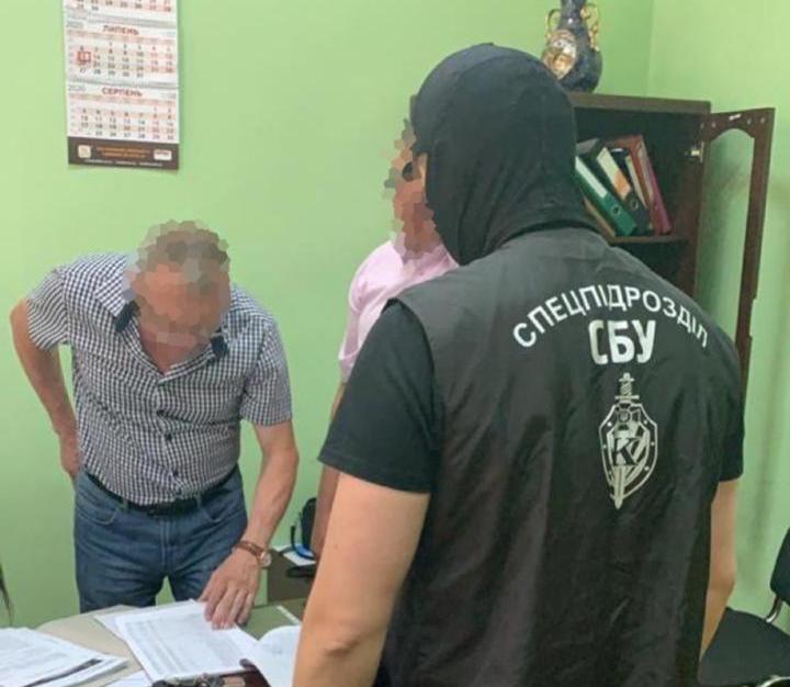 Харьковского чиновника обвинили в вымогательстве денег с подчиненной