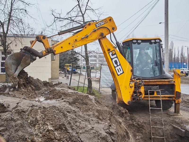 Коммунальщики устранили повреждения на водопроводных сетях