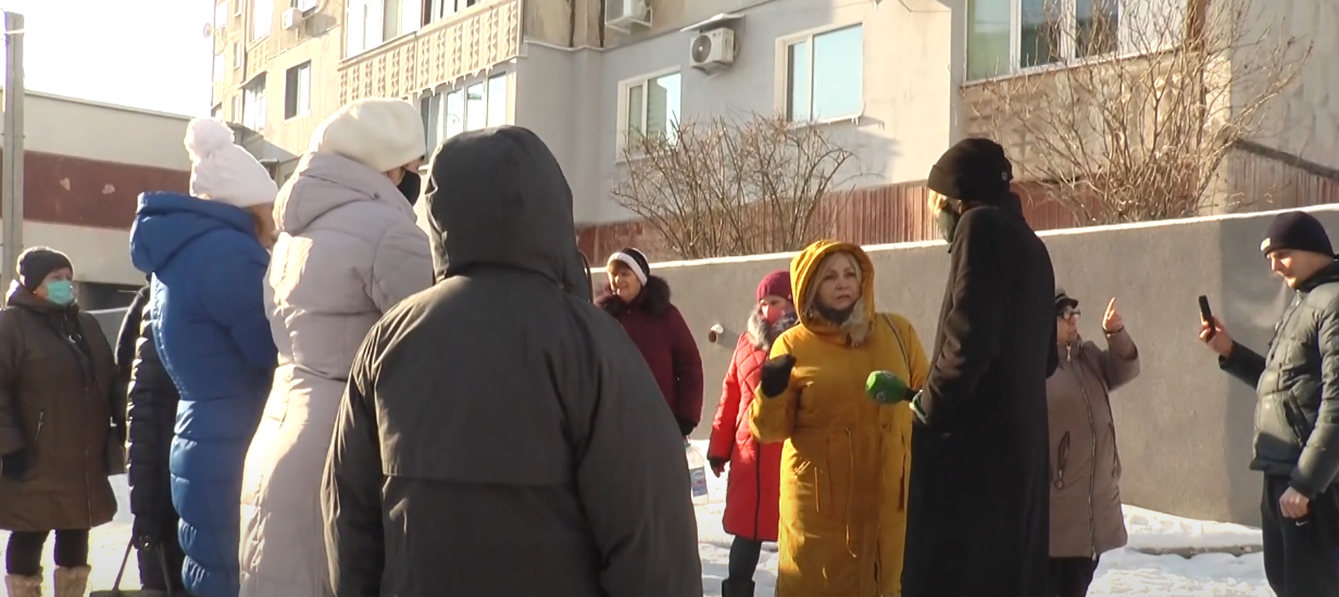 Від 10 до 15 градусів: мешканці Павлового Поля п'ятий день мерзнуть у квартирах (відео)