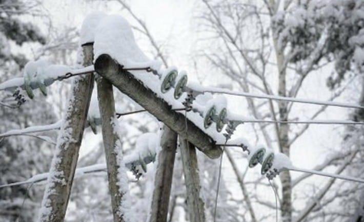 В районах Харьковщины из-за снегопада отключают свет