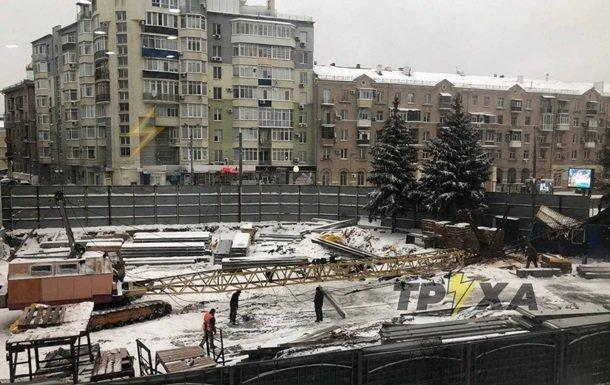 В Харькове упал строительный кран (фото)