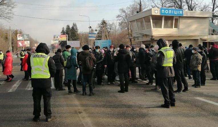 Ради дешевого газа в Харьковской области перекрыли дорогу