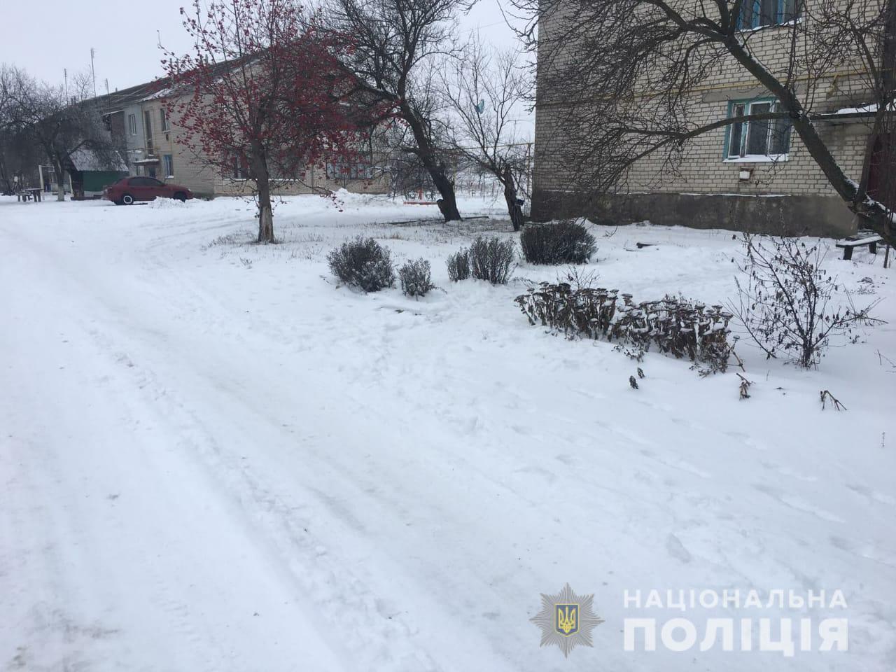 Под Харьковом посреди улицы ограбили мужчину