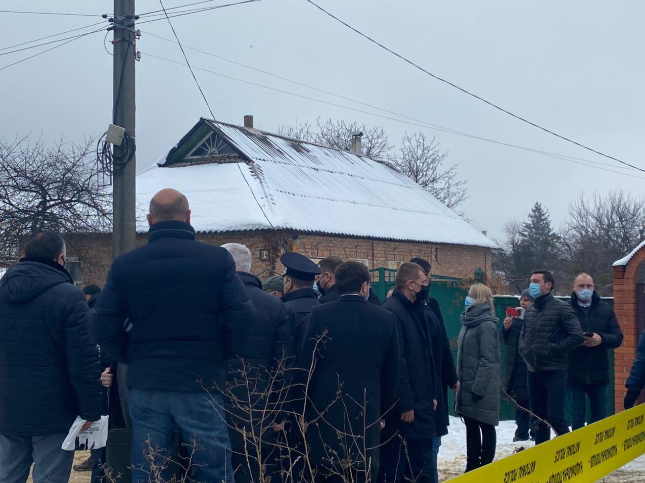 Зеленский приехал к сгоревшему зданию дома престарелых в Харькове (фото, видео)