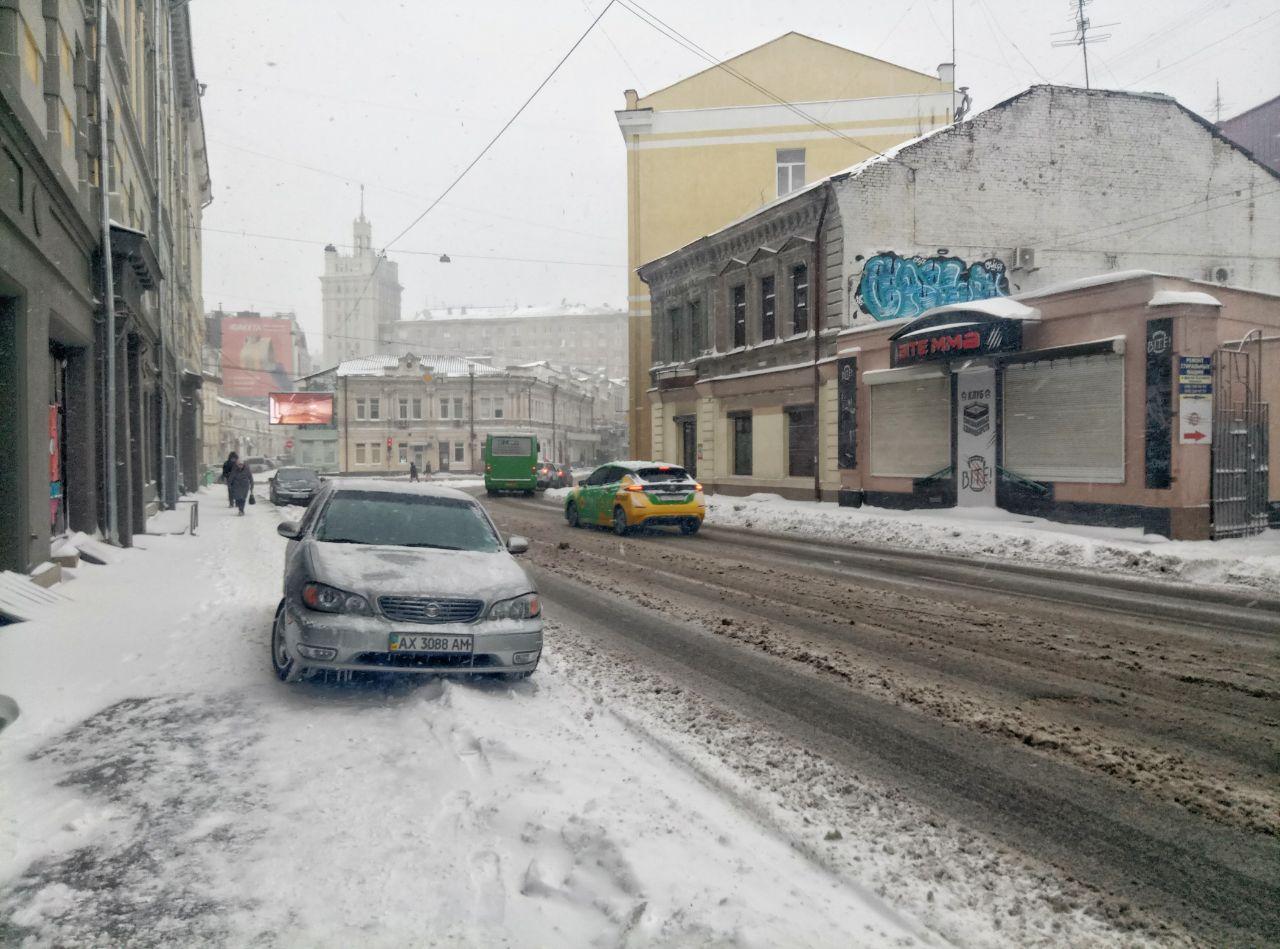 Фурам запретили въезд в Харьков из-за утренней пробки на пр. Гагарина