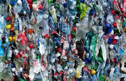 Польза от пластиковых отходов: японцы предлагают делать топливо и воск