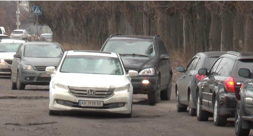 Харків`яни збентежені станом дороги на вулиці Солідарності (відео)