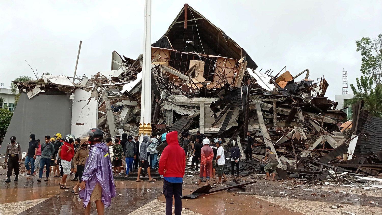 Землетрясение в Индонезии: погибли десятки человек