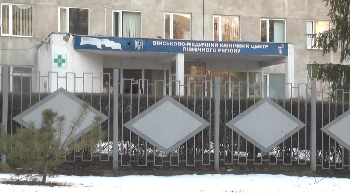 В военный госпиталь Харькова доставлен военнослужащий с осколочными ранениями