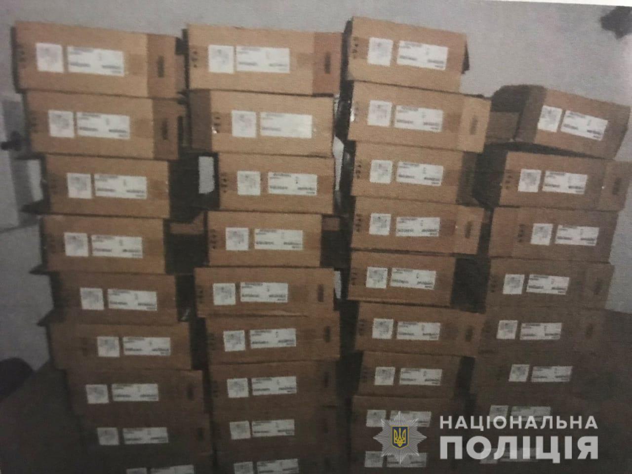 Подсобного рабочего подозревают в воровстве компьютеров со склада предприятия на Харьковщине