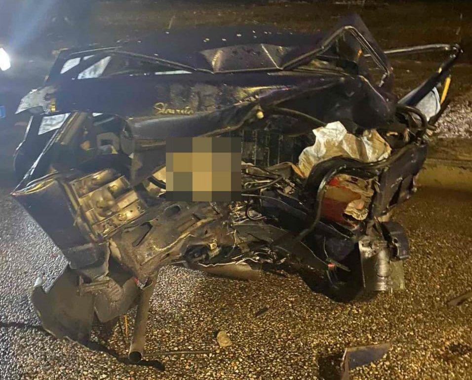 Грузовик влетел в легковушку: пострадали двое взрослых и ребенок (фото)