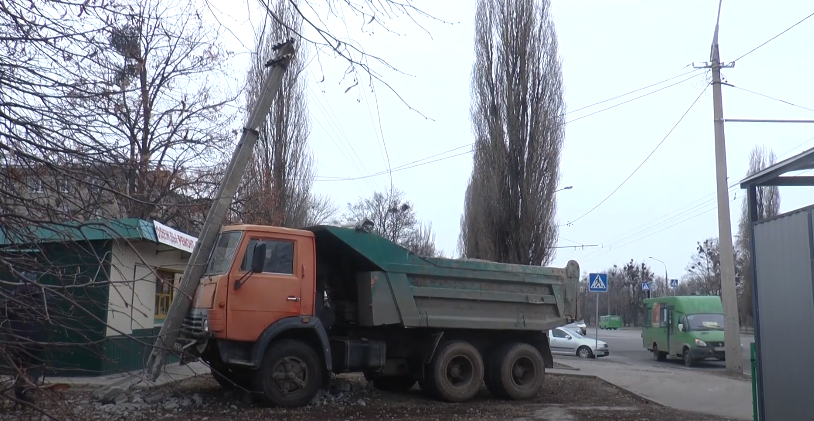 Вантажівка проти пасажирського автобуса: подробиці ДТП з постраждалими (відео)