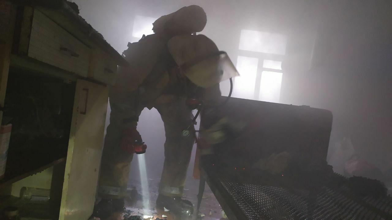 В Люботине из задымленного дома спасли мужчину (фото)