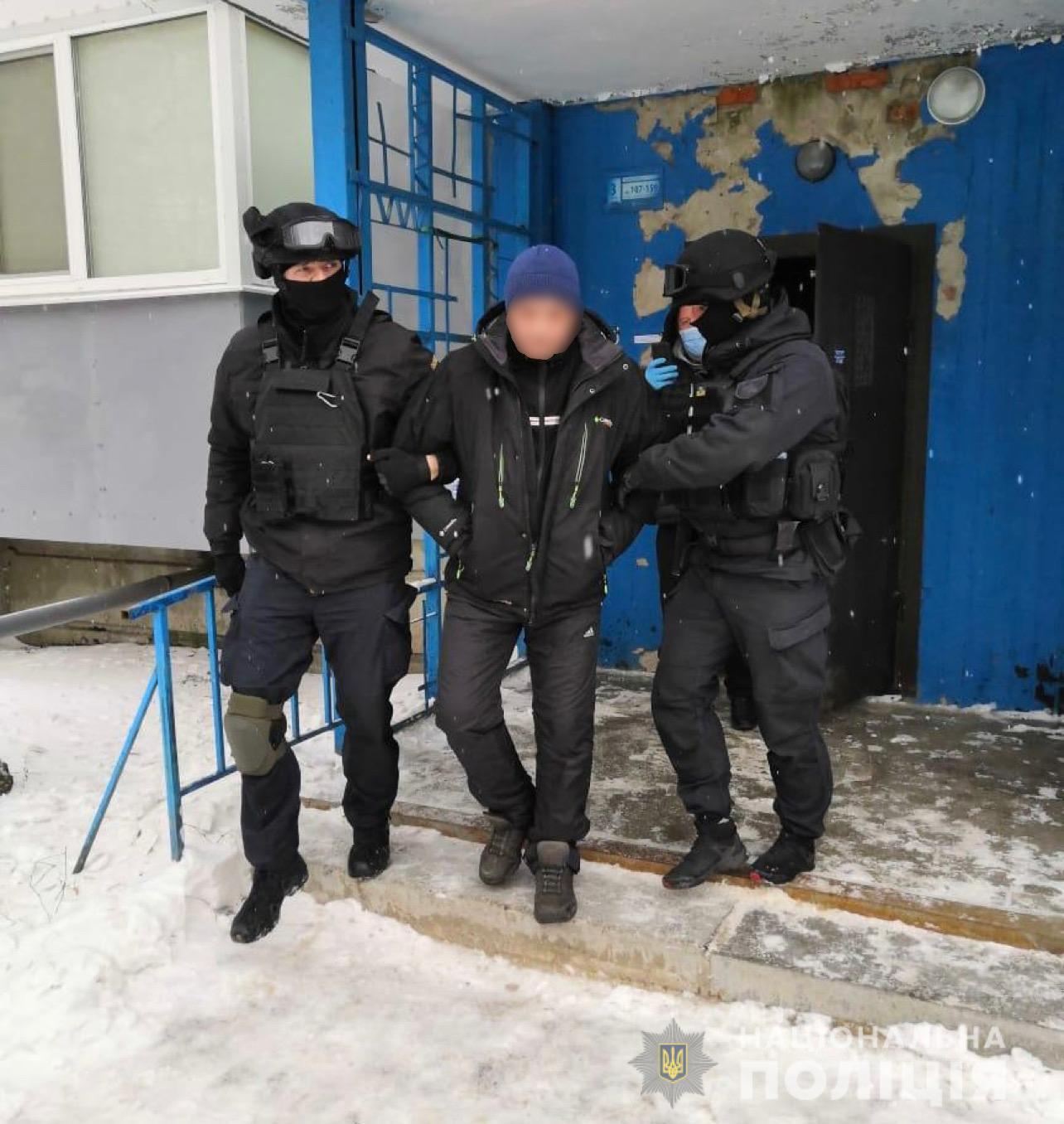 """Харьковчанин выдавал себя за работника ломбарда и продавал несуществующую """"ювелирку"""" через Интернет"""