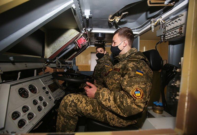 Харьковские кадеты и лицеисты познакомились с Академией Нацгвардии (фото)