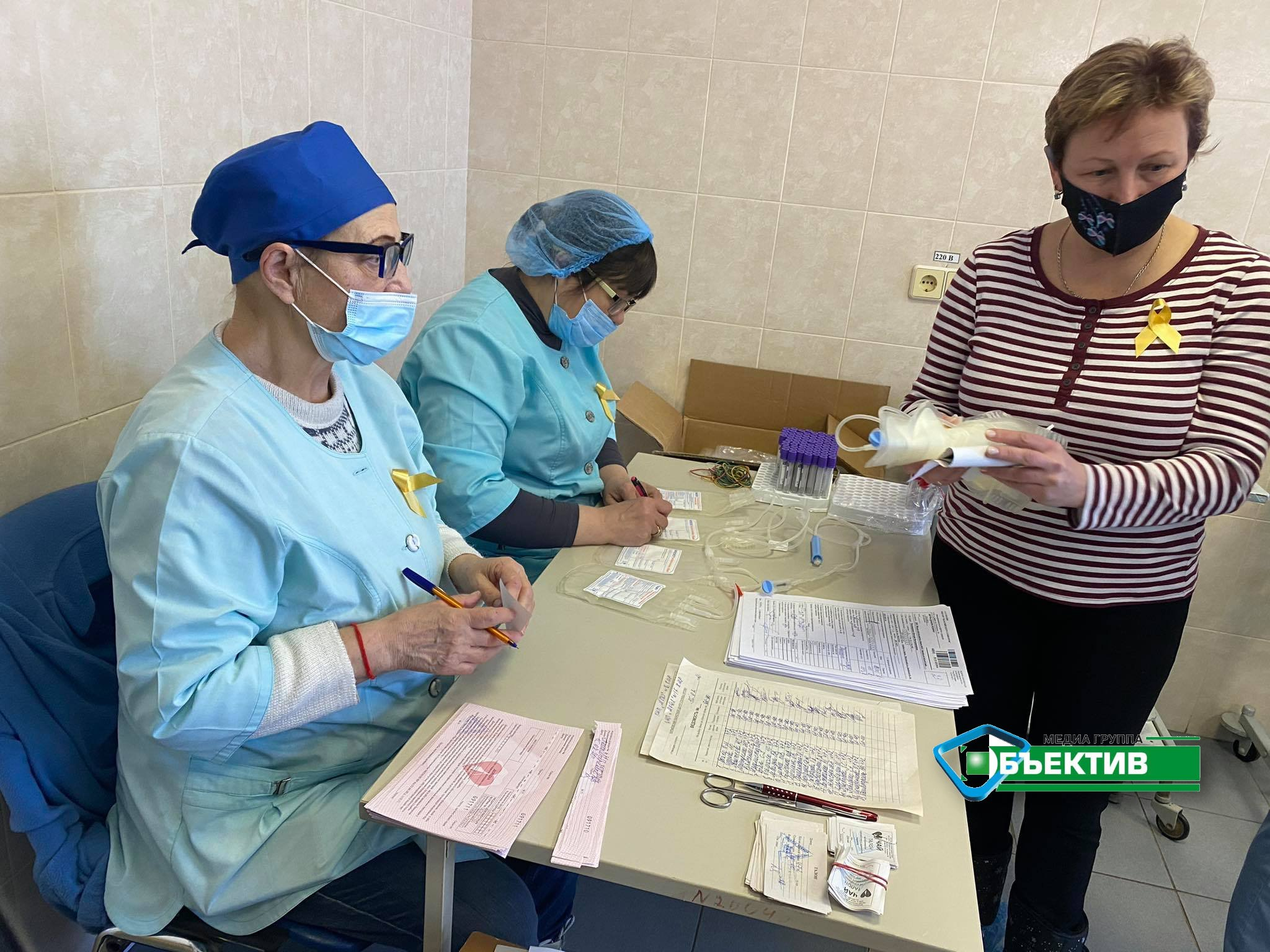 Харьковские врачи сдают кровь для онкобольных детей (фото)