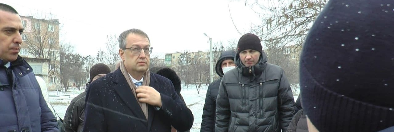 Антон Геращенко в Харькове проверяет четыре недостроенных жилых дома