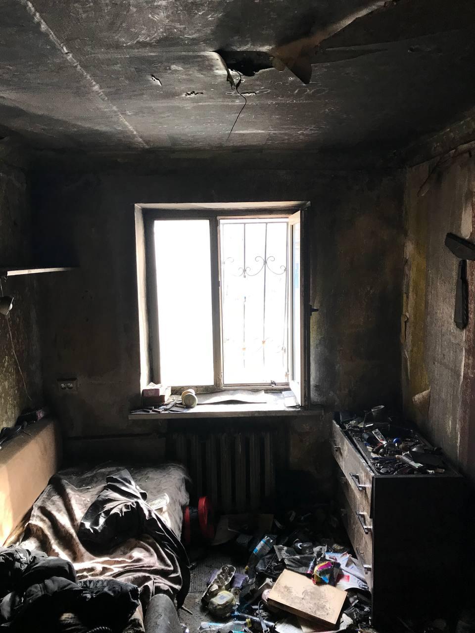 В сгоревшей квартире харьковской пятиэтажки нашли тело пенсионера (фото)