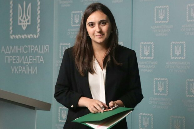 Бывшая пресс-секретарь Зеленского Юлия Мендель написала книгу о политиках и о себе