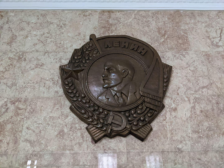 Барельеф с изображением Владимира Ленина вернули на место (фото)