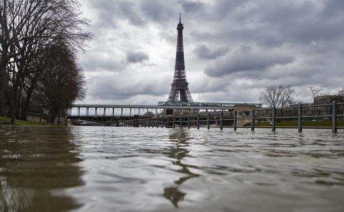 В Париже объявили желтый уровень опасности: Сена вышла из берегов (фото)