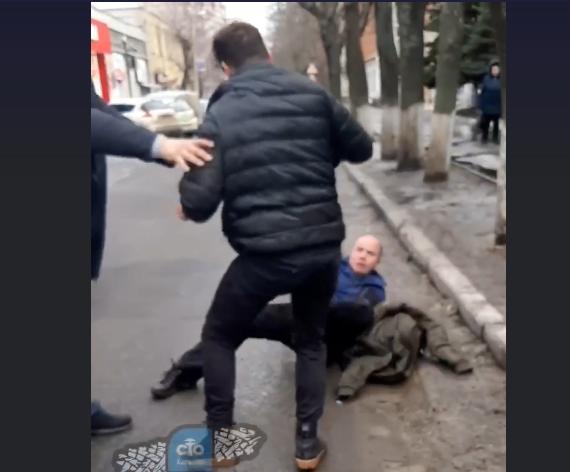 В Харькове подрались водители (видео)