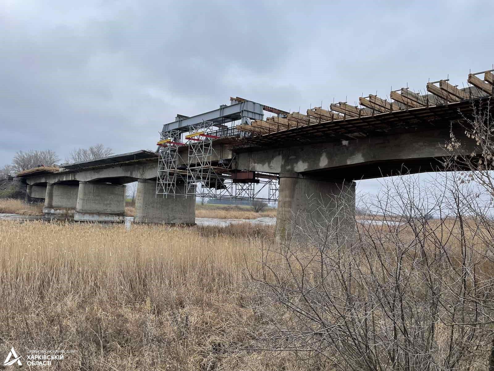 На границе Харьковской и Днепропетровской областей ремонтируют мост (фото, схема объезда)