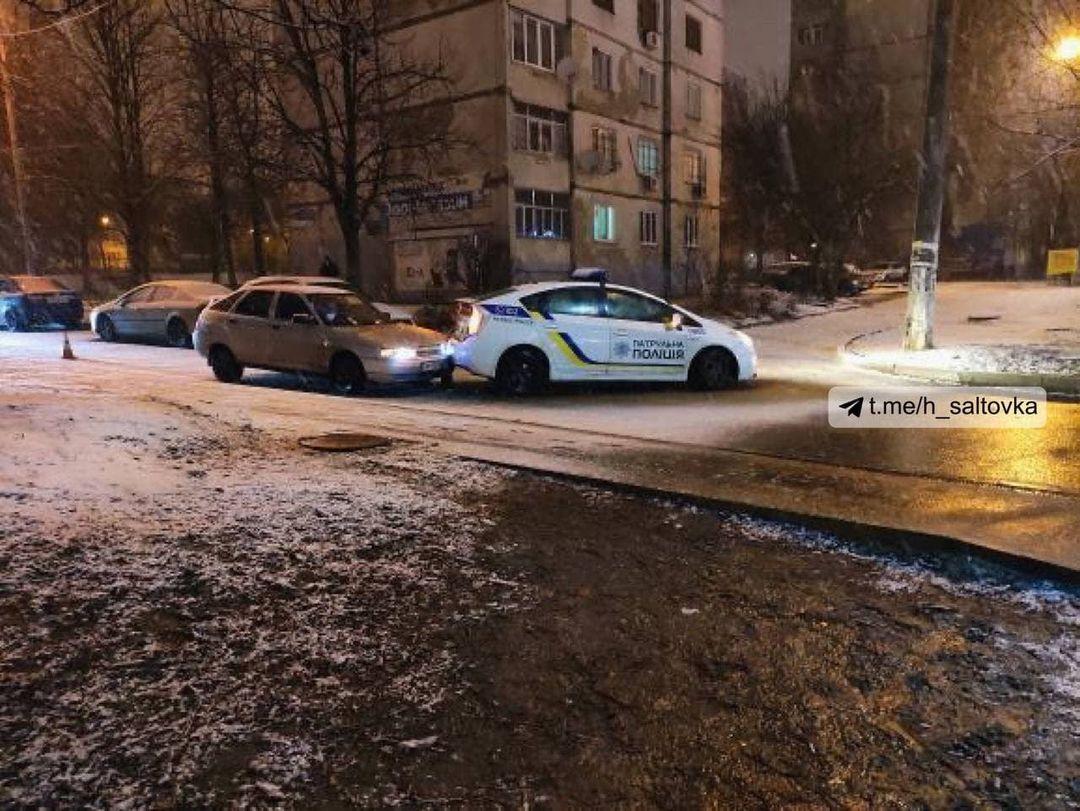 Патрульный автомобиль в Харькове попал в аварию (фото)