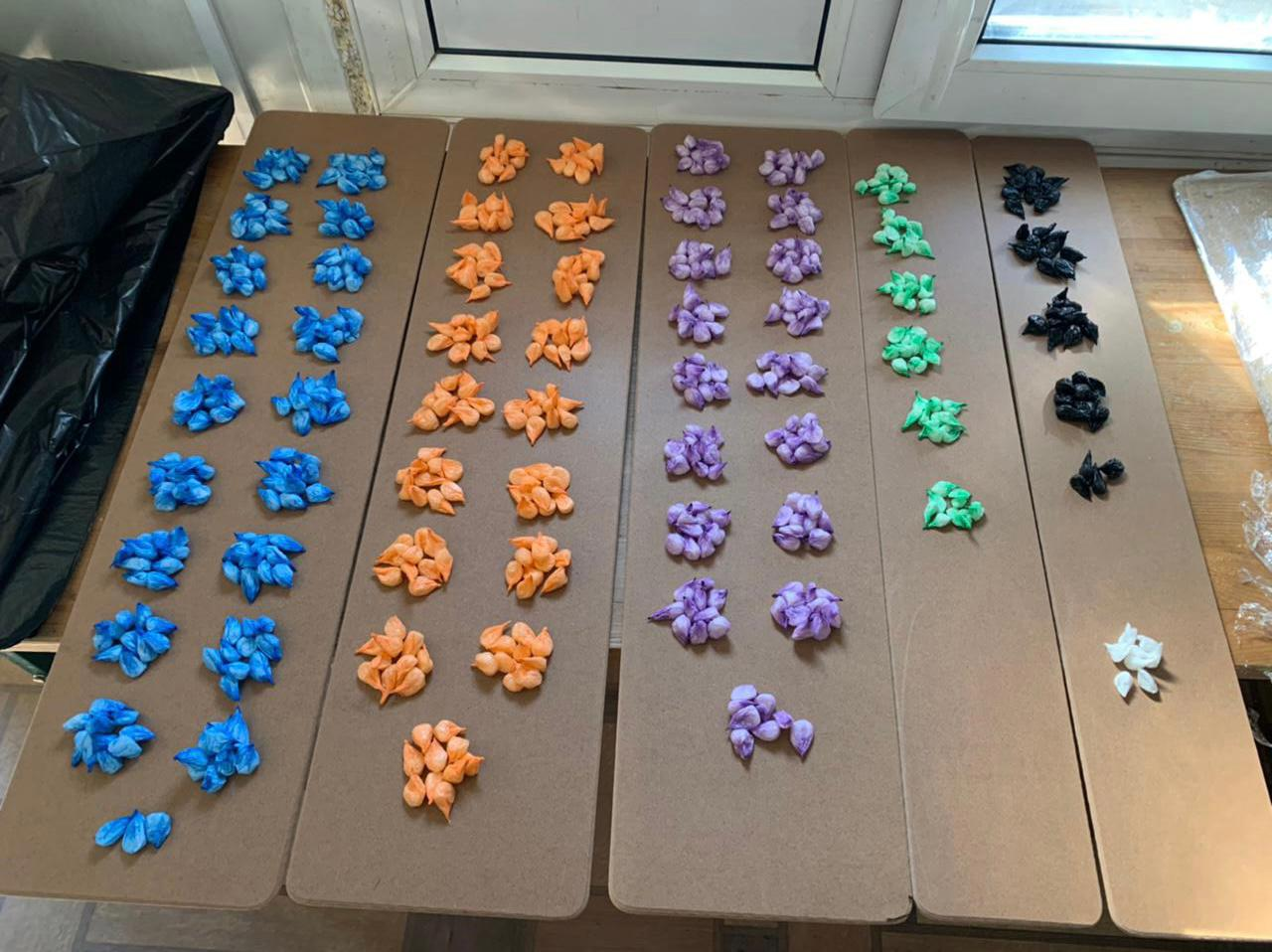 Контрабандисты организовали схему перевозки метадона и димедрола в детских игрушках (фото)
