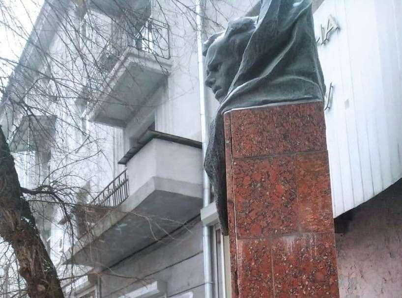 Активисты хотят снести памятник Островскому в Харькове