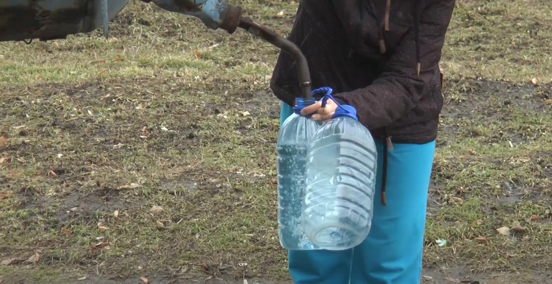 Шостий день без води: у Лозовій можуть ввести надзвичайну ситуацію через аварію на трубопроводі (відео)