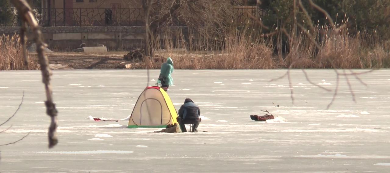 На Журавлівці бійці ДСНС попередили рибалок про смертельну небезпеку (відео)