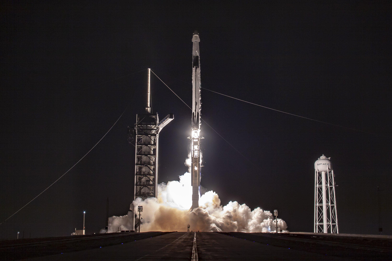 SpaceX вывела на орбиту очередную партию спутников (видео)