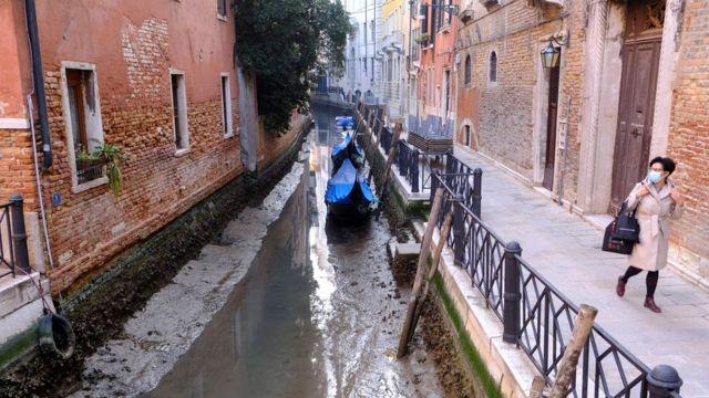 В Венеции зафиксировали пересыхание каналов