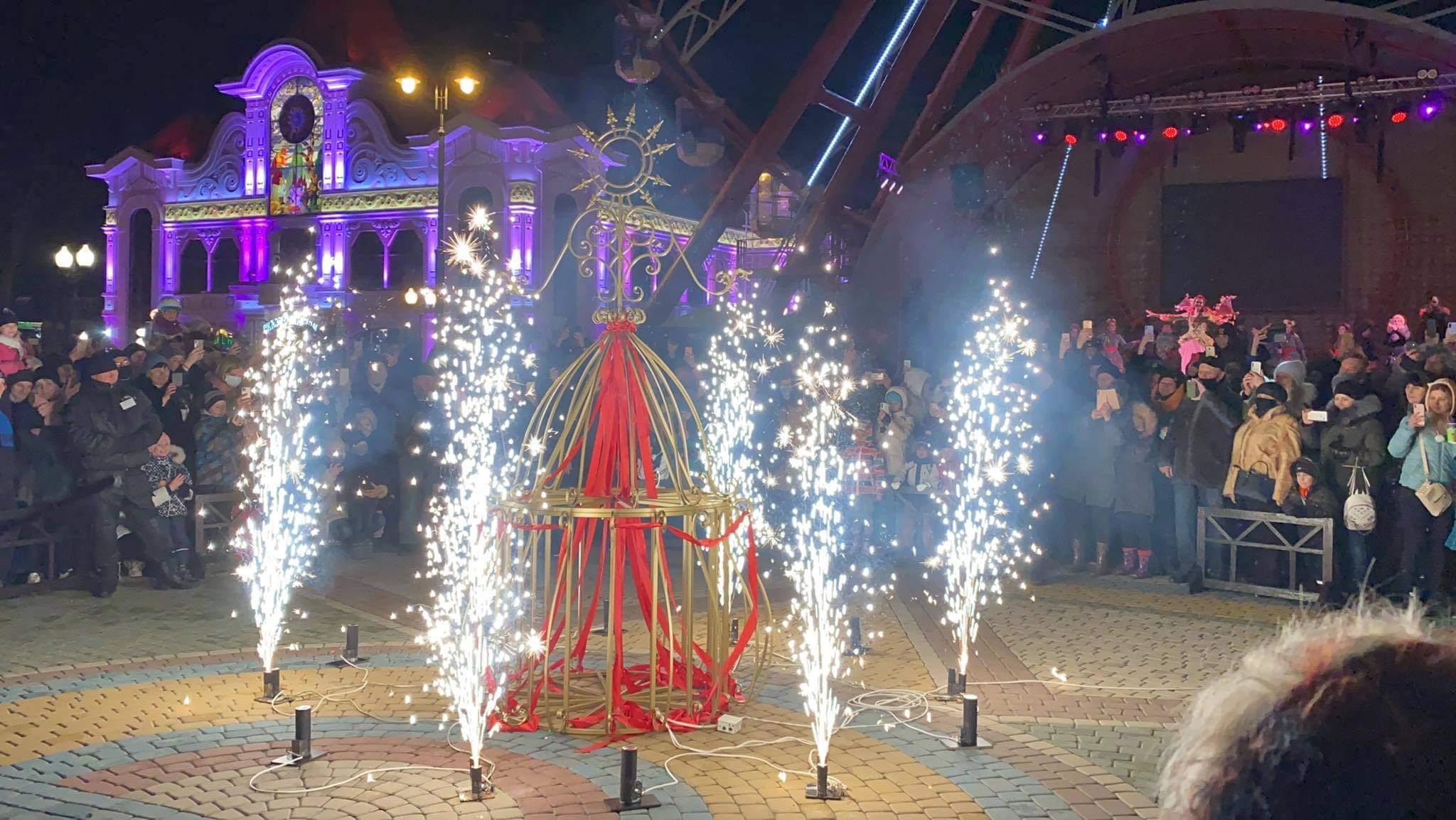 """Песни, танцы и """"сожжение"""" Марены: в парке Горького отметили Масленицу (фото, видео)"""
